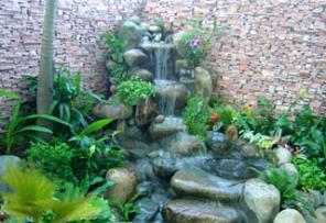 Suối trong vườn