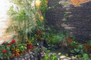 Tiểu cảnh thác nước góc sân